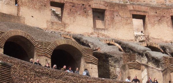 Interno-Colosseo.jpg